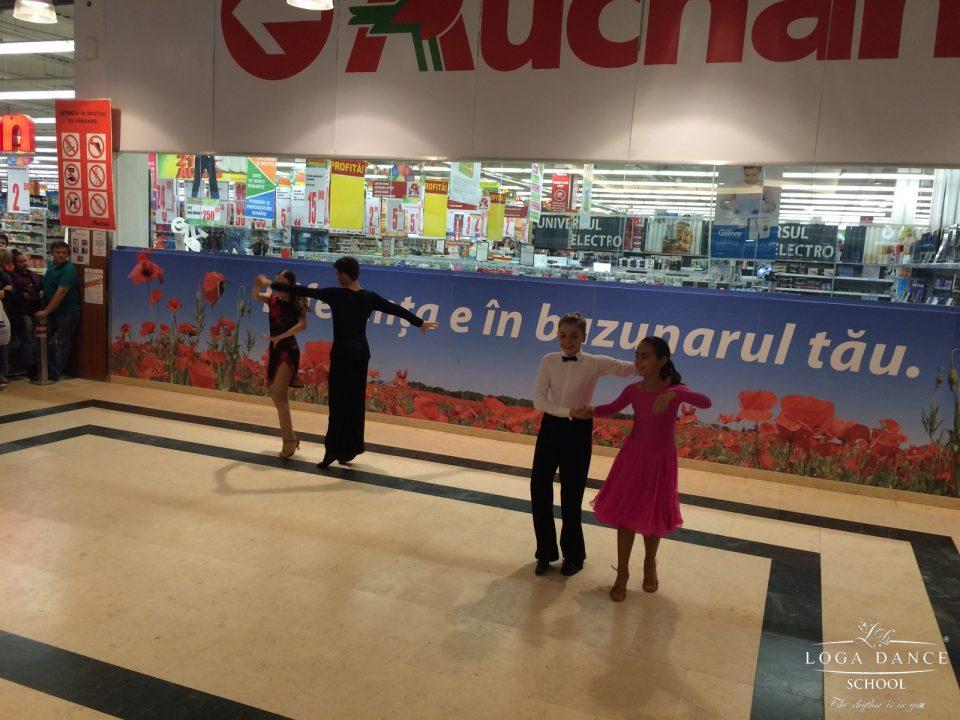 Spectacol de dans in Galeria Auchan