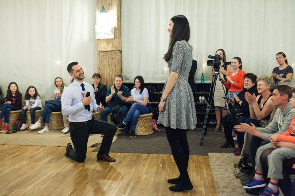 Cerere in casatorie la sala de dans