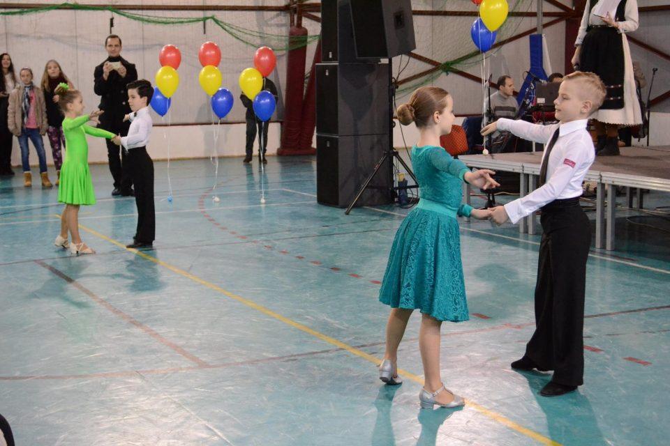 Spectacol de dans la scoala Avram Iancu