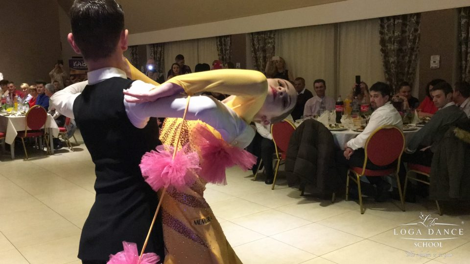 Spectacol de dans la petrecerea OMV & Petrom Group