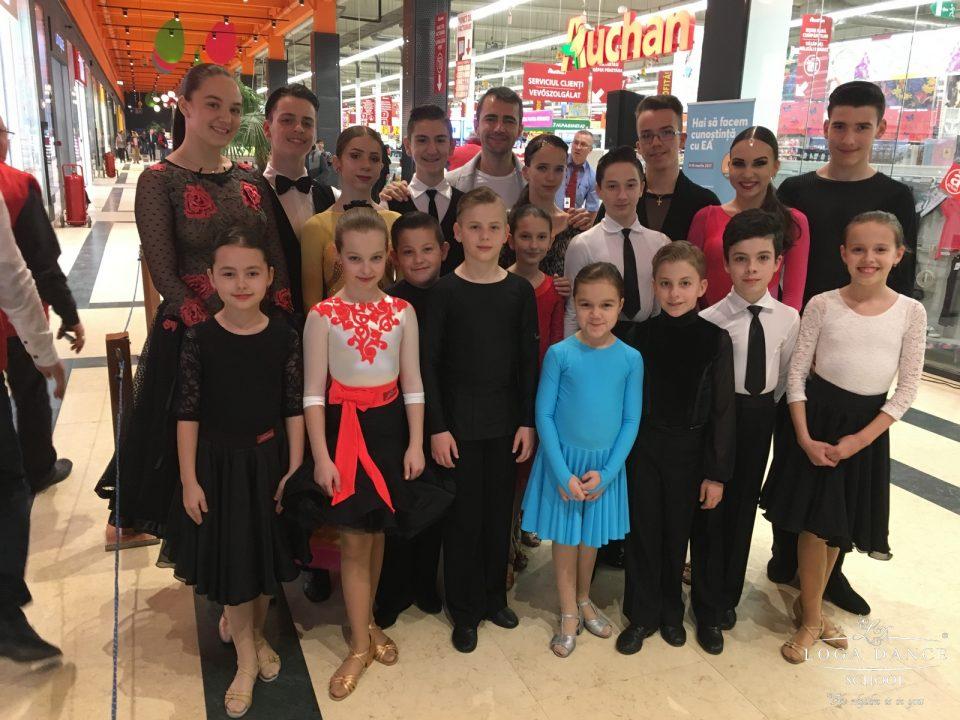 Spectacol de dans la Auchan de 8 Martie