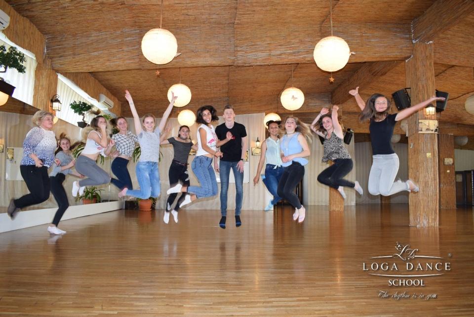 Line Dance la Loga Dance School cu elevii din Livada